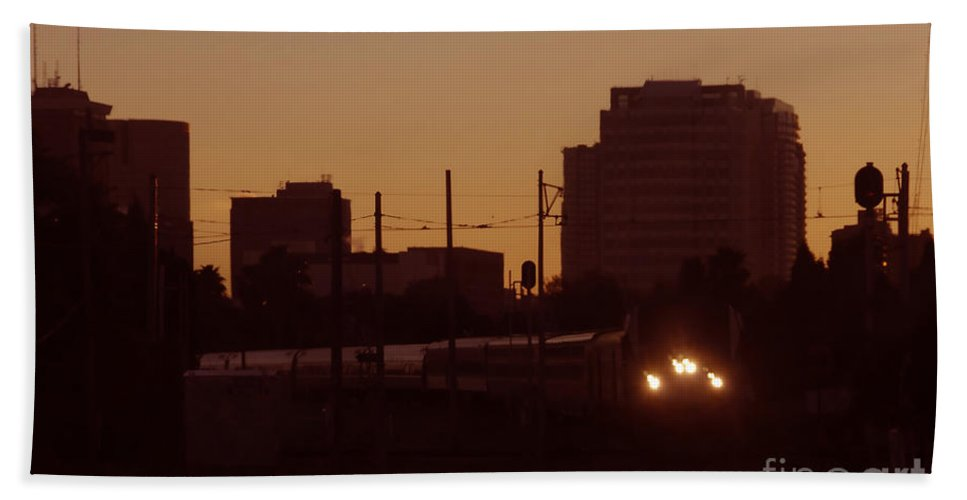 Train Hand Towel featuring the photograph A Train A Com In by David Lee Thompson