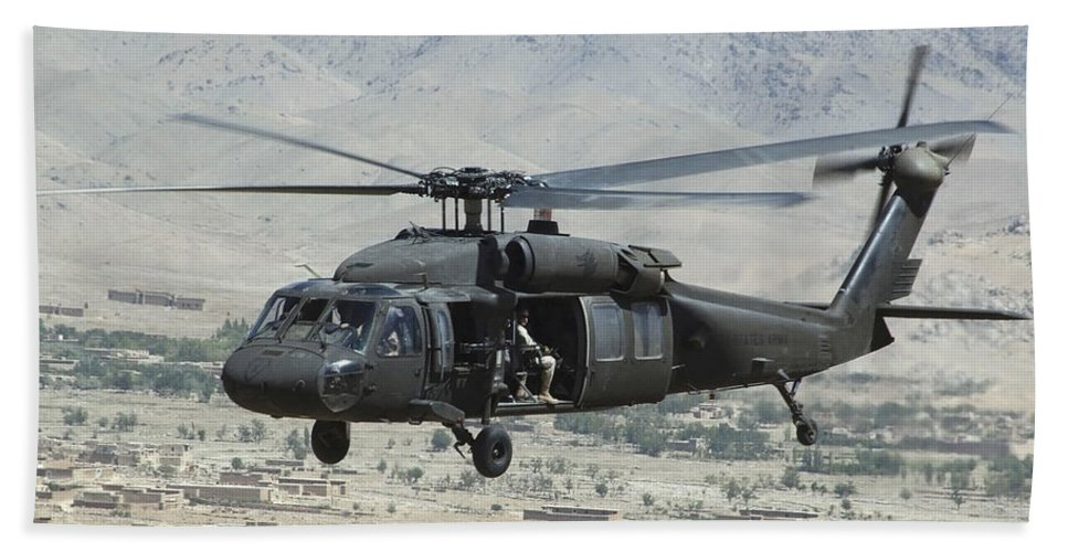 Horizontal Hand Towel featuring the photograph A Uh-60 Blackhawk Helicopter by Stocktrek Images