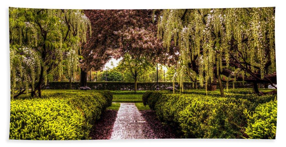War Memorial Bath Sheet featuring the photograph A Walk In The Park by Chris Fleming