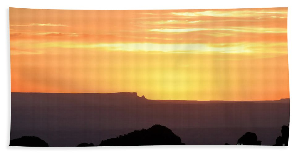 Western Us Hand Towel featuring the photograph A Western Sunset by David Lee Thompson