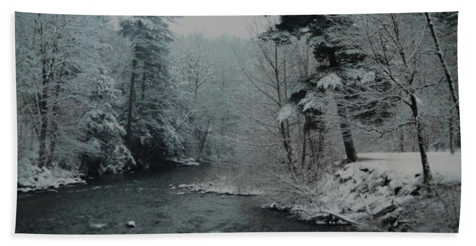 B&w Bath Sheet featuring the photograph A Winter Waterland by Rob Hans