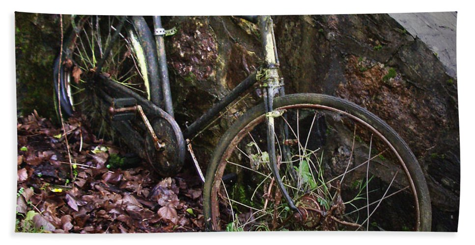 Irish Bath Towel featuring the photograph Abandoned Bicycle by Tim Nyberg
