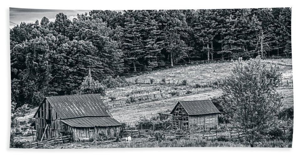 Farm Hand Towel featuring the photograph Abandoned Farm Buildings by Rodney Cammauf