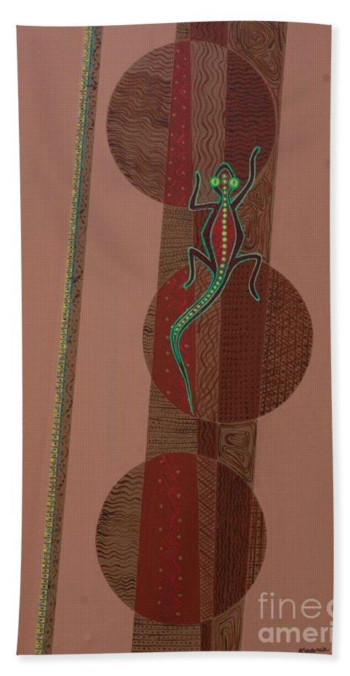Aboriginal Lizard Bath Towel featuring the painting Aboriginal Lizard by Kaaria Mucherera