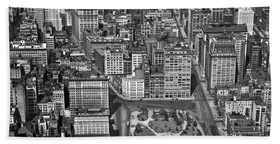 1920s Hand Towel featuring the photograph Aerial View Of Union Square by Underwood Archives