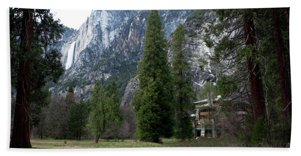 Yosemite Bath Sheet featuring the photograph Ahwahnee Setting by Lorraine Devon Wilke