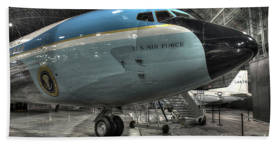 Dayton Hand Towel featuring the photograph Air Force One - Boeing Vc-137c Sam 26000 by Greg Hager