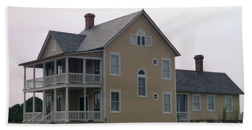 Alabama Hand Towel featuring the digital art Alabama Coastal Home by Richard Rizzo