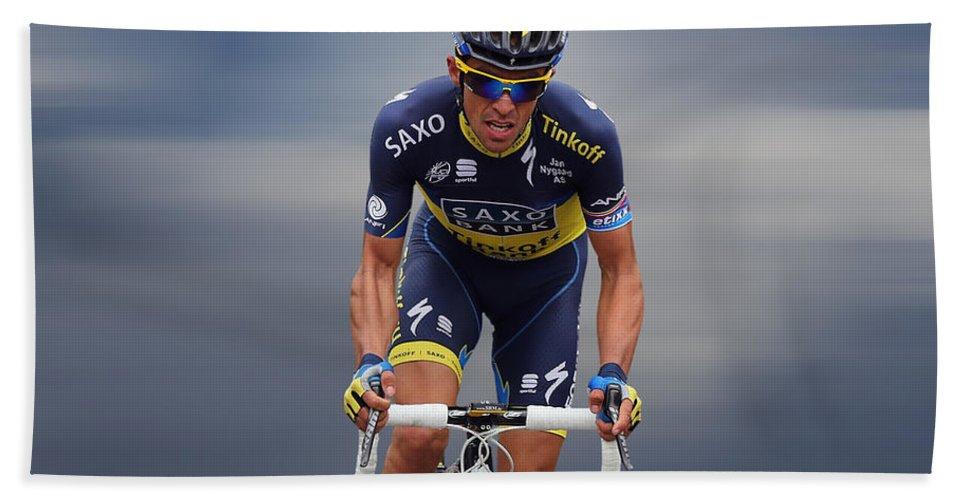 Alberto Contador Bath Towel featuring the photograph Alberto Contador 1 by Smart Aviation