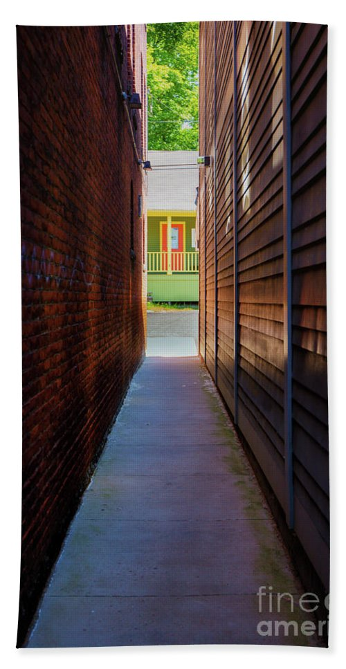 Shelburne Falls Hand Towel featuring the photograph Alleyway To Green by Bruce Coulter
