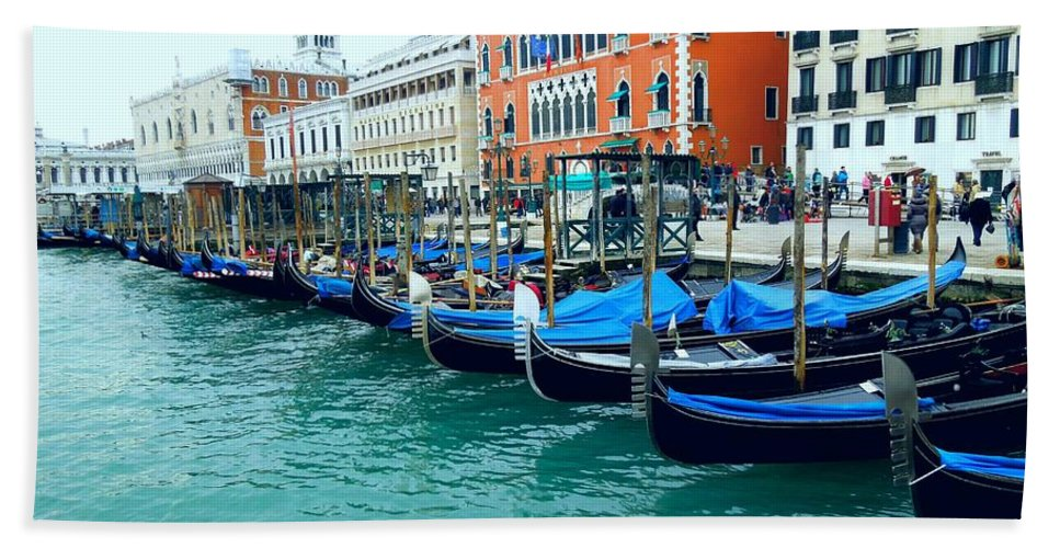 Venice Hand Towel featuring the photograph Allineare by Erica Raymond