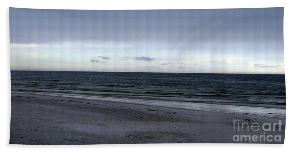 St Petersburg Florida Bath Towel featuring the photograph Almost Sunset by Amanda Barcon