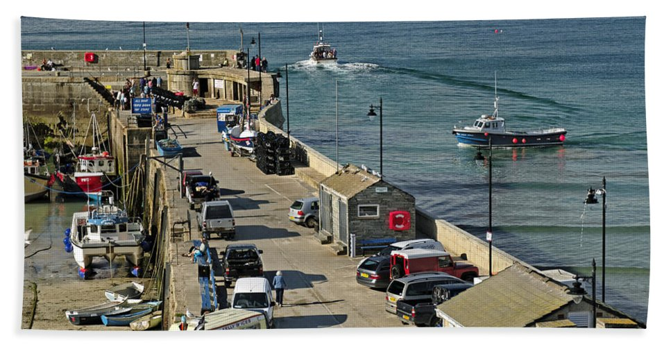 Britain Hand Towel featuring the photograph Along The South Pier - Newquay Harbour by Rod Johnson
