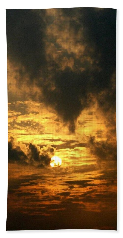 Daybreak Bath Towel featuring the photograph Alter Daybreak by Rhonda Barrett