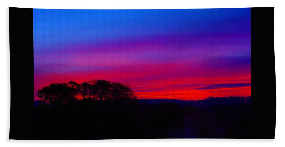 Pat Turner Bath Towel featuring the photograph Amazing Sunset by Pat Turner