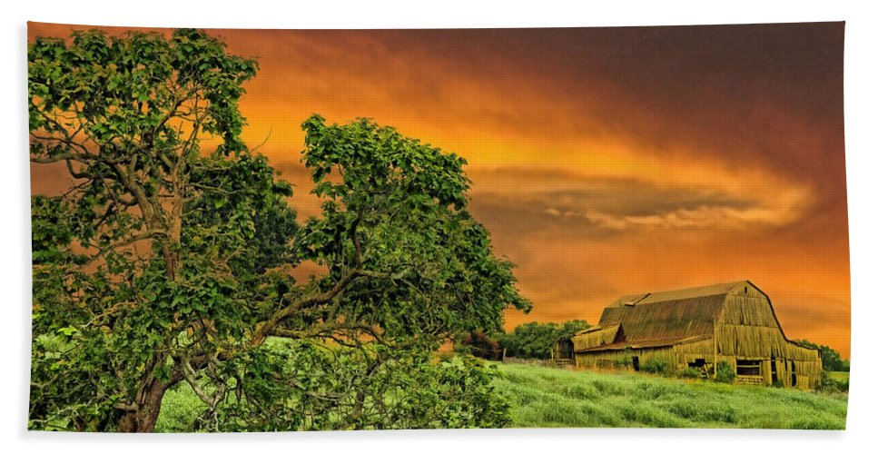 Landscapes Hand Towel featuring the photograph Amber Skies by Jan Amiss Photography