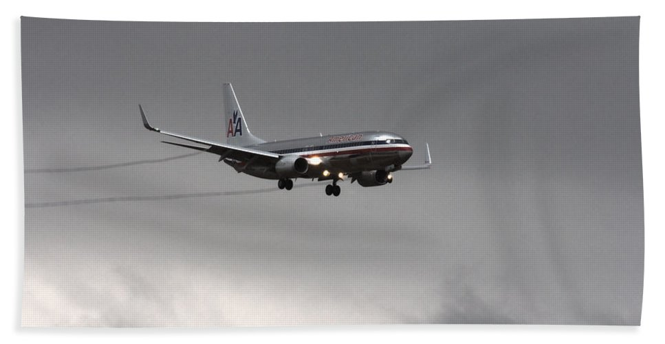 American Airlines Boeing 7 Series-dfw Airport Bath Sheet featuring the photograph American Airlines-landing At Dfw Airport by Douglas Barnard
