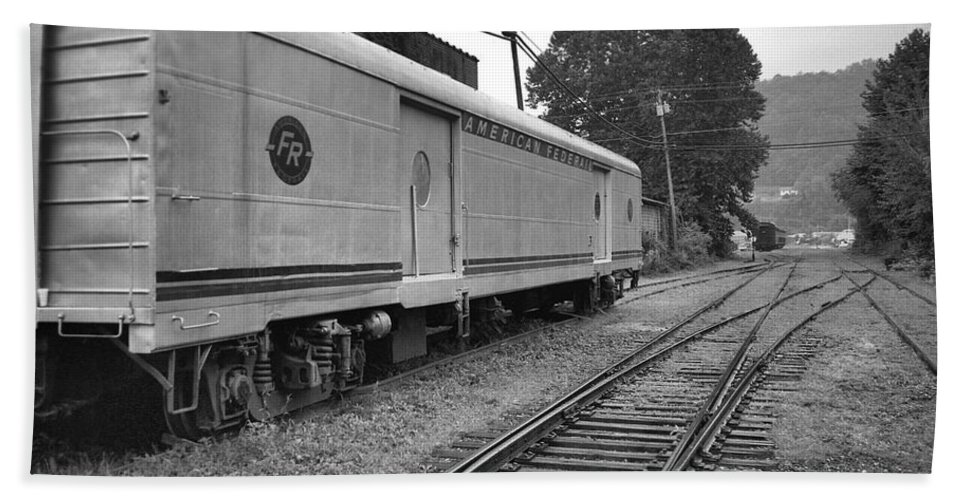 Trains Bath Sheet featuring the photograph American Federail by Richard Rizzo