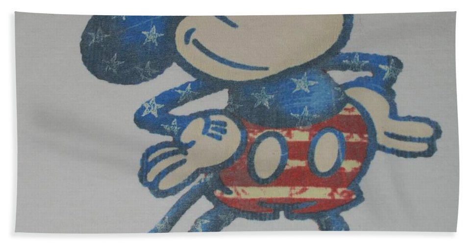 Disney Bath Towel featuring the photograph American Mouse by Rob Hans