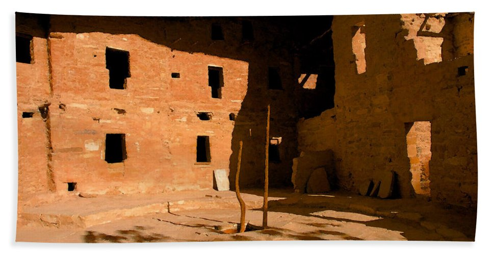 Anasazi Bath Sheet featuring the painting Anasazi Kiva by David Lee Thompson