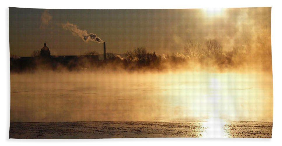 North America Bath Sheet featuring the photograph Another Cold Day by Juergen Weiss