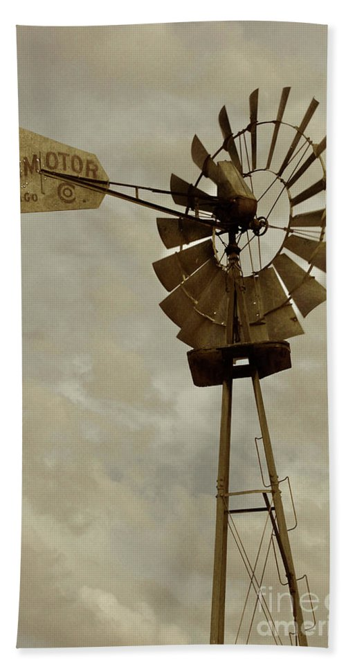 Chicago Windmill Bath Sheet featuring the photograph Antique Aermotor Windmill by Brooke Roby