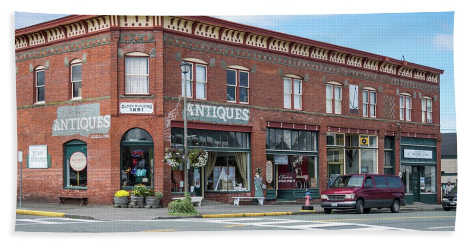 Antiques In Red Brick Bath Sheet featuring the photograph Antiques In Red Brick by Tom Cochran