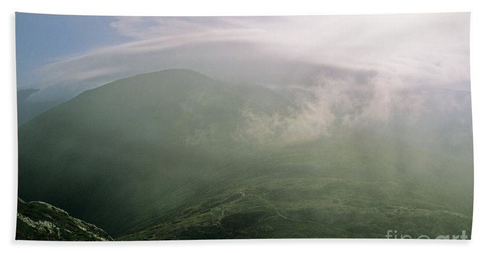 Appalachian Trail Bath Towel featuring the photograph Appalachian Trail - White Mountains New Hampshire Usa by Erin Paul Donovan