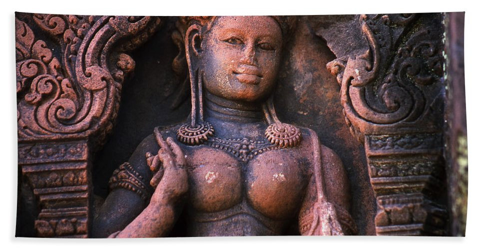 Apsara Bath Towel featuring the photograph Apsara by Patrick Klauss