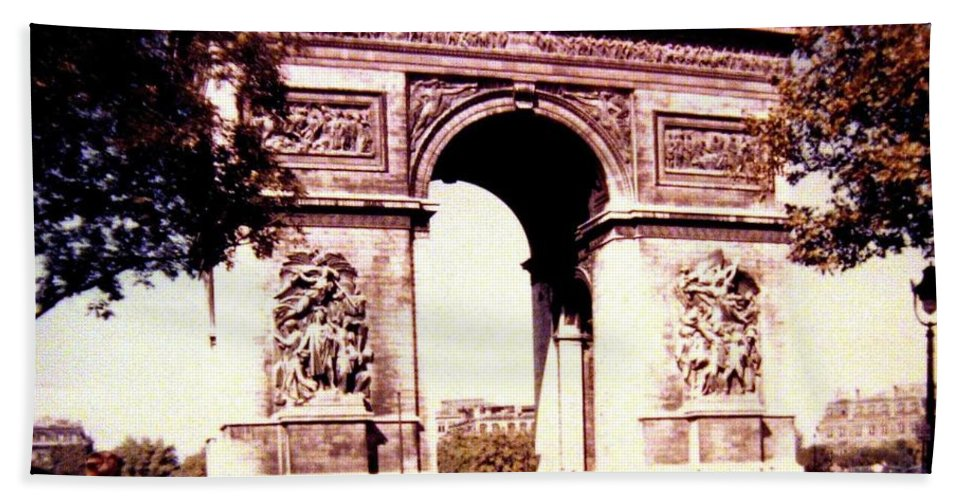 1955 Bath Sheet featuring the photograph Arc De Triomphe 1955 by Will Borden