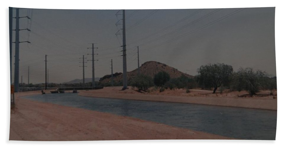 Arizona Bath Towel featuring the photograph Arizona Waterway by Rob Hans