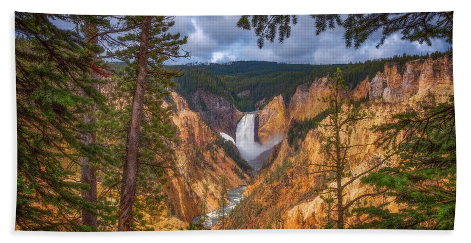 Waterfalls Hand Towel featuring the photograph Artist Point Afternoon by Darren White