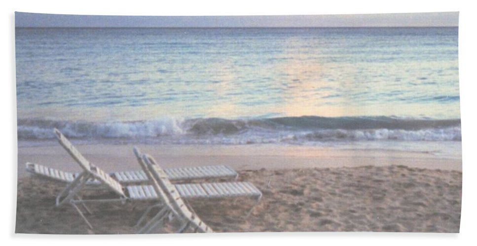 Aruba Hand Towel featuring the photograph Aruba Beach by Ian MacDonald