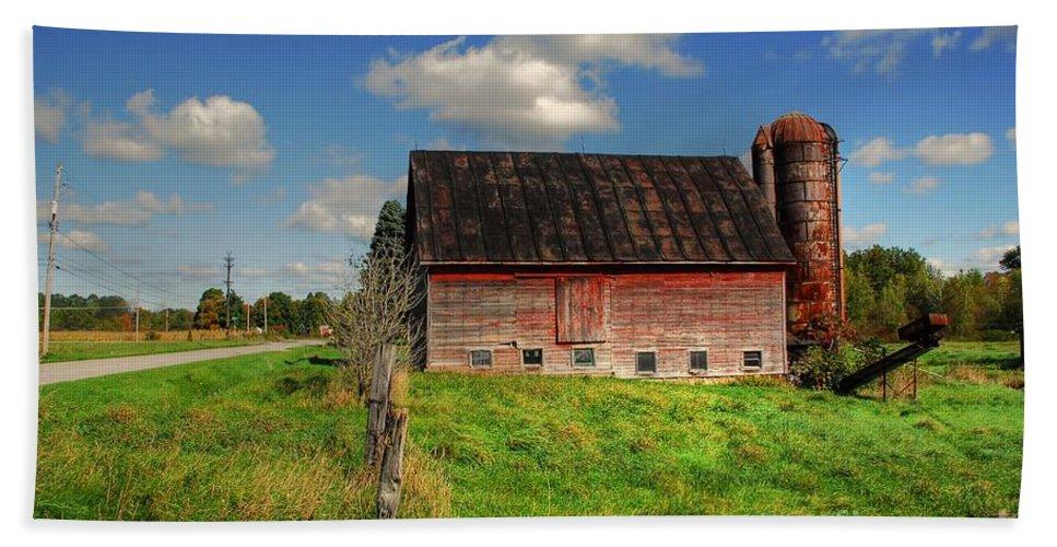 Barn Bath Sheet featuring the photograph Ashtabula County Barn by Tony Bazidlo