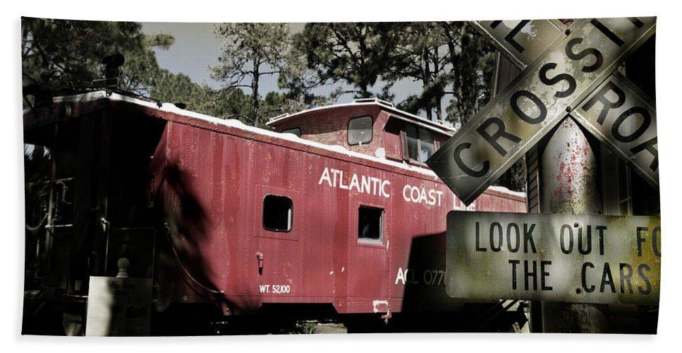 Atlantic Bath Towel featuring the photograph Atlantic Coast Line Railroad Carriage by Mal Bray