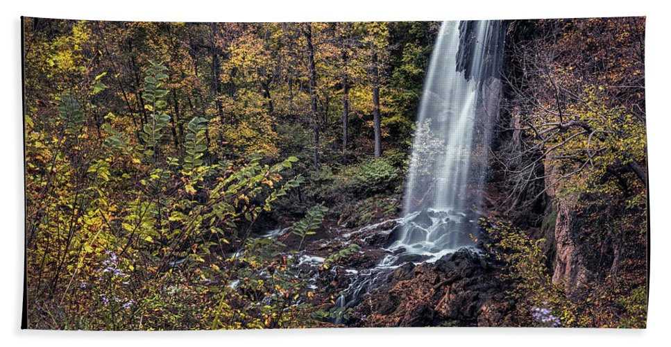 Virginia Hand Towel featuring the photograph Autumn At Falling Spring by Robert Fawcett