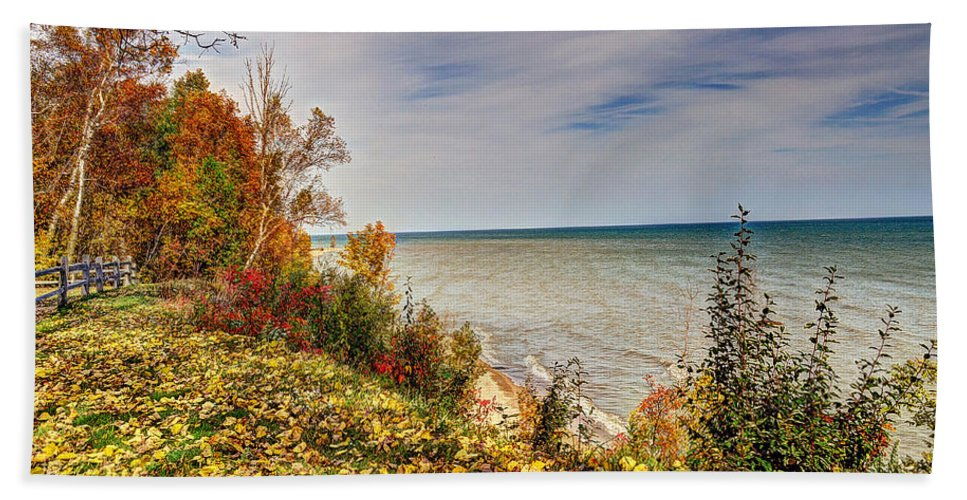 Autumn Hand Towel featuring the photograph Autumn Magic by Rodney Campbell