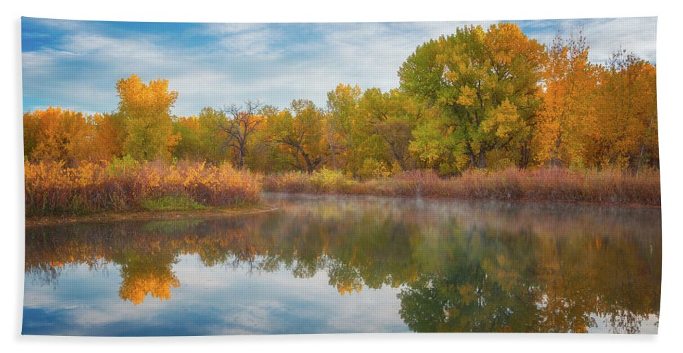 Colorado Bath Towel featuring the photograph Autumn Pond by Darren White