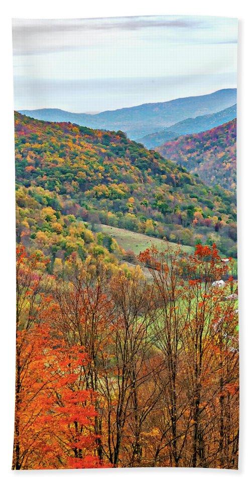 West Virginia Bath Towel featuring the photograph Autumn Valley by Steve Harrington