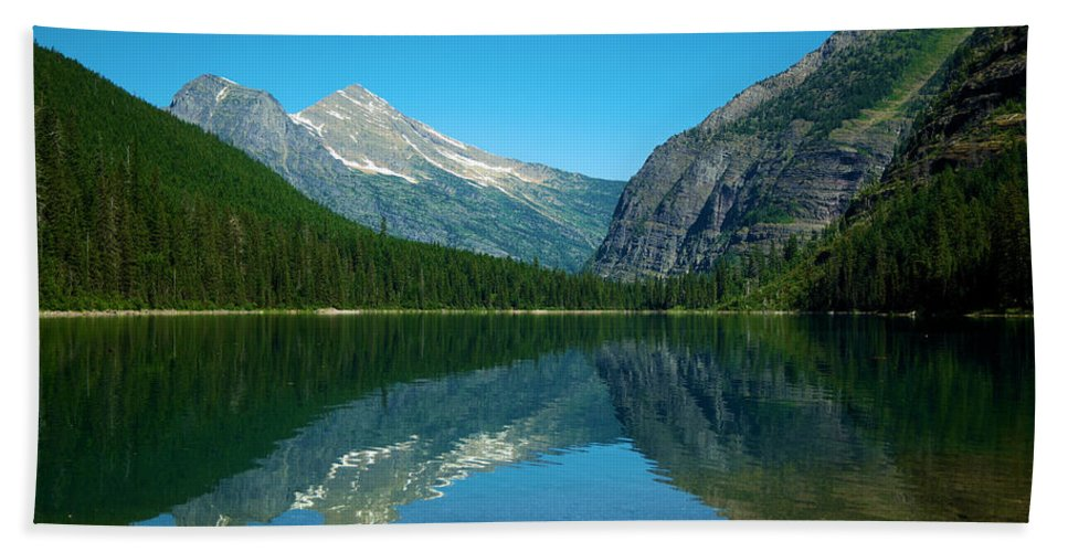Lake Bath Sheet featuring the photograph Avalanche Lake by Jeff Swan