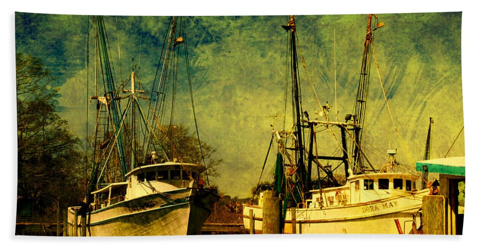 Harbor Bath Sheet featuring the photograph Back Home In The Harbor by Susanne Van Hulst