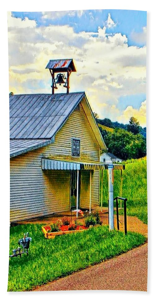 Hand Towel featuring the photograph Backroads by Lorie Kash