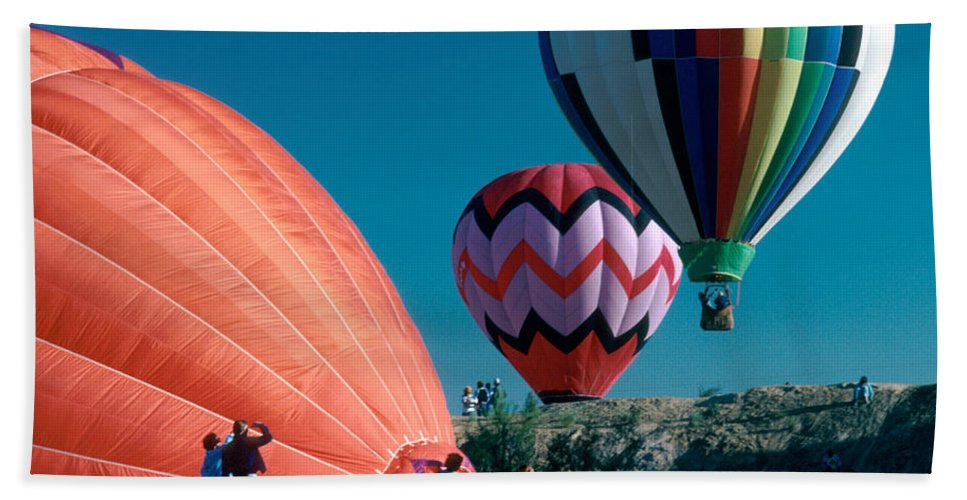 Hot Air Balloon Bath Sheet featuring the photograph Ballon Launch by Jerry McElroy