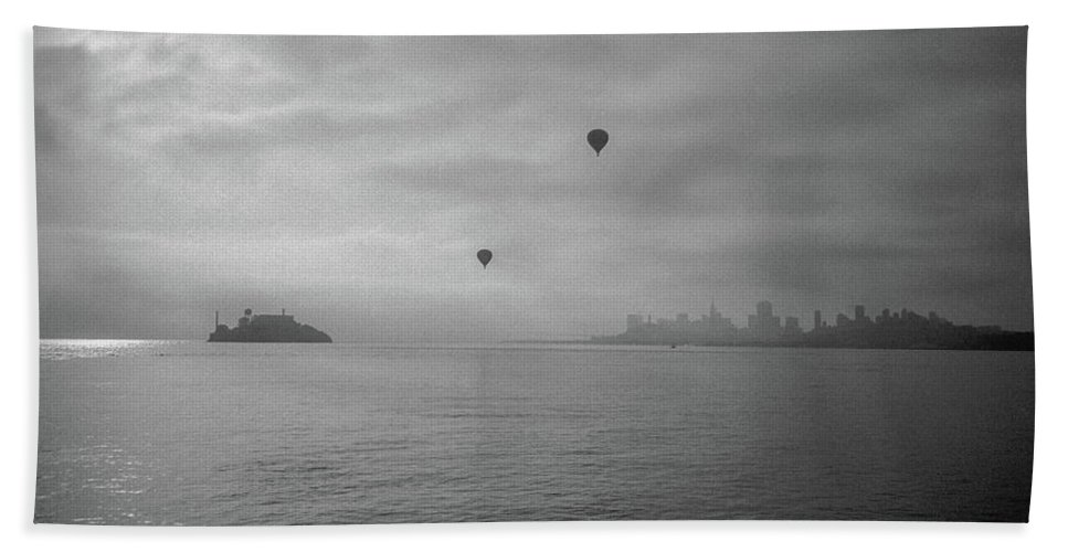 Frank Dimarco Hand Towel featuring the photograph Balloons Over San Francisco Bay by Frank DiMarco
