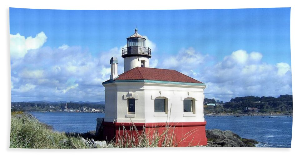 Coquille Lighthouse Bath Towel featuring the photograph Bandon 1 by Will Borden