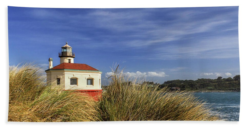 Lighthouse Bath Sheet featuring the photograph Bandon Coquille River Lighthouse by James Eddy