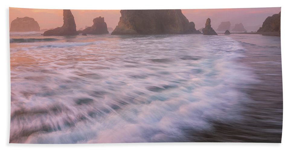 Oregon Hand Towel featuring the photograph Bandon's Sunset Rush by Darren White