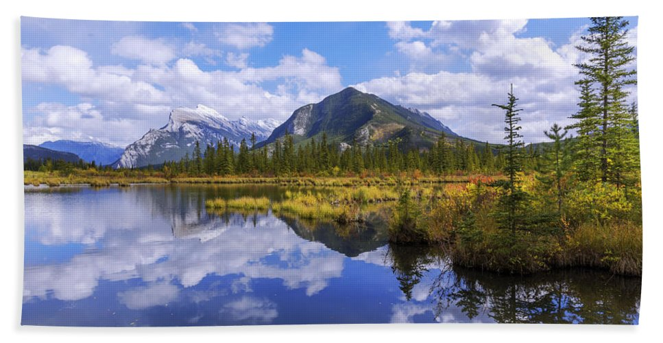 Banff Reflection Bath Towel featuring the photograph Banff Reflection by Chad Dutson