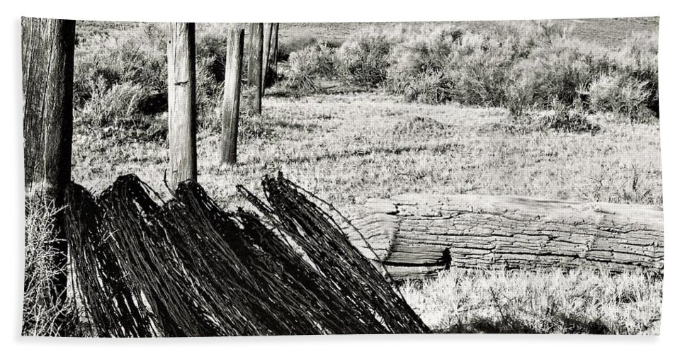 Barb Wire Bath Sheet featuring the photograph Fenceline by Vice Photo