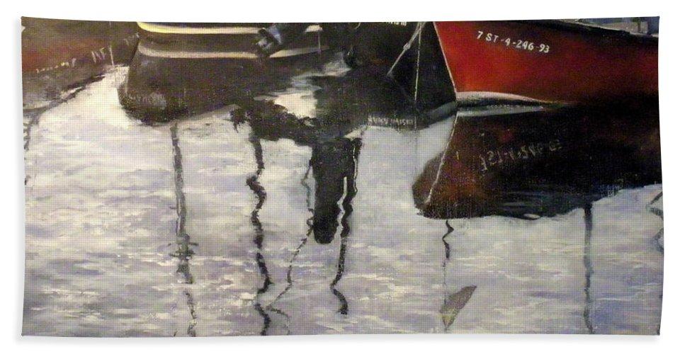 Arte Bath Towel featuring the painting Barcas en puertochico-Santander by Tomas Castano